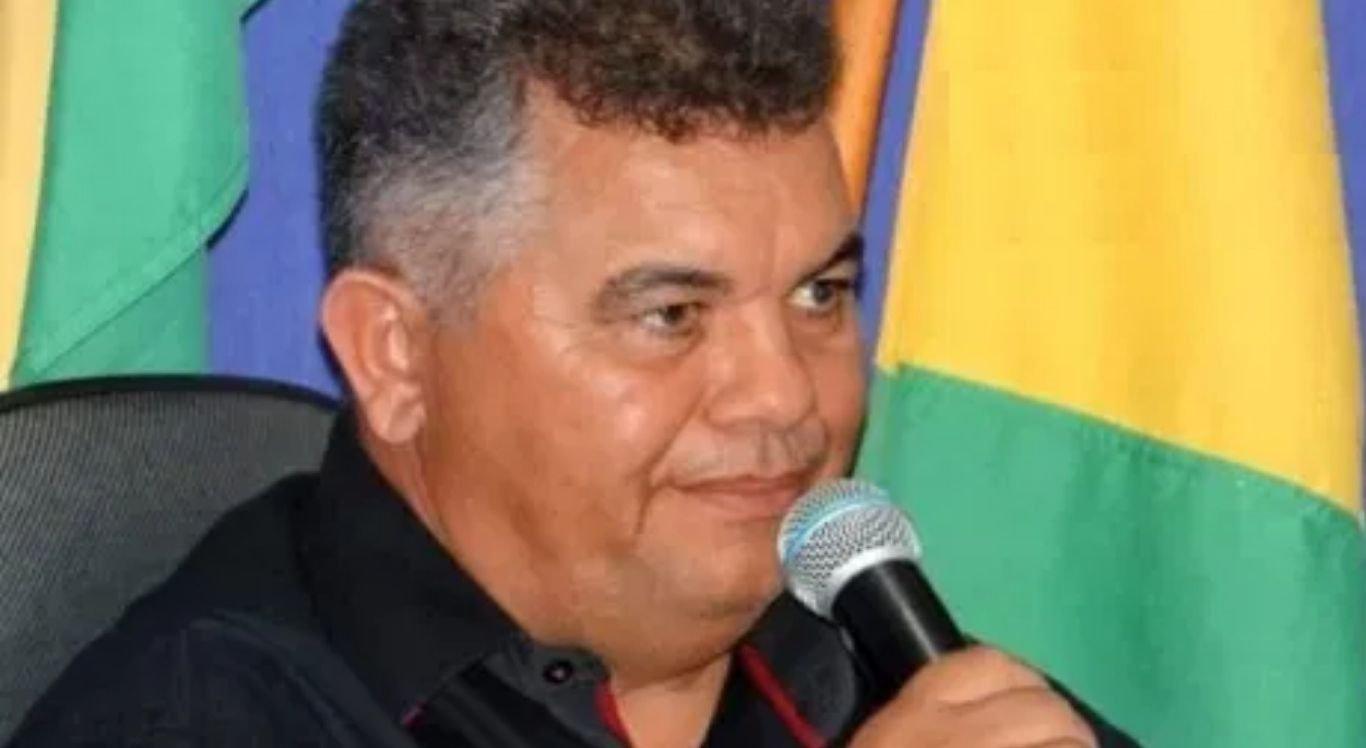 Com o falecimento do agora ex-chefe do Executivo de Santa Terezinha, quem permanecerá no cargo de forma efetiva, até o próximo dia 31 de dezembro, será Adeviran Santos