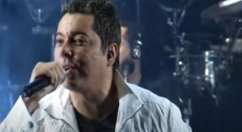 Morre cantor Louro Santos após complicações da covid-19