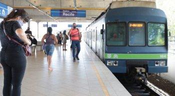 O transtorno na Estação Largo da Paz é por conta da interdição de um trilho que faz o sentido cidade subúrbio da linha sul com destino a Cajueiro Seco
