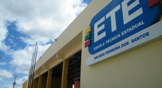 Covid-19: após aula presencial ser suspensa em escola estadual de Pernambuco, Sintepe defende testagem em massa