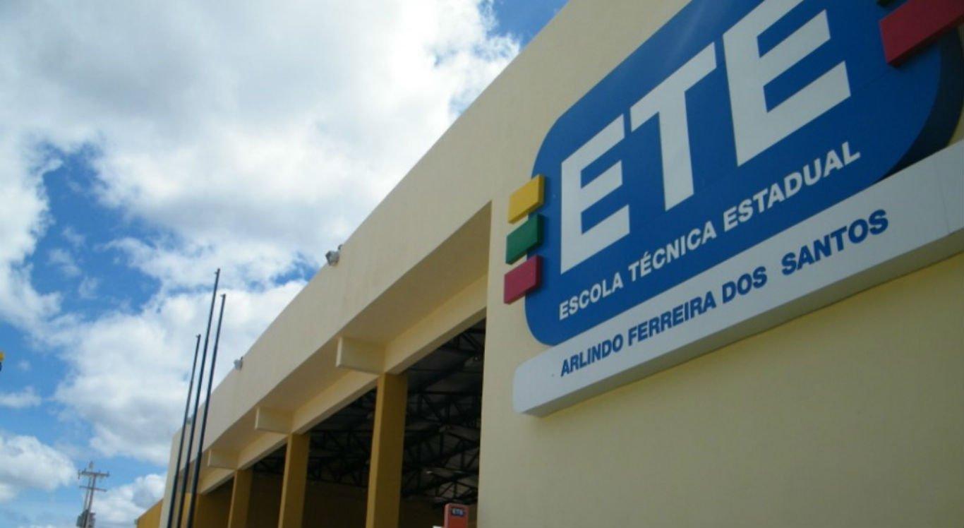 Funcionários da Escola Técnica Arlindo Ferreira dos Santos testaram positivo