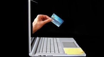 Procon orienta que melhor forma de pagar contas é com cartão de crédito