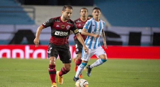 Com um a menos, Flamengo segura empate com Racing na Libertadores