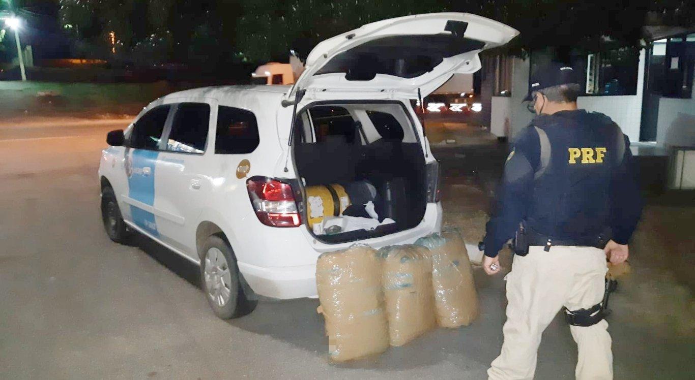 Taxista e passageira são detidos com 30 Kg de maconha
