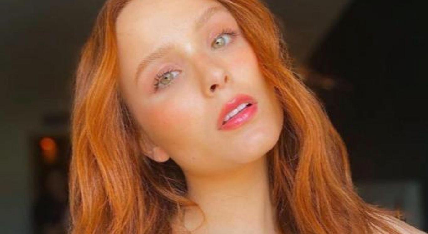 A atriz Larissa Manoela, matou a saudades dos cabelos longos e ruivos