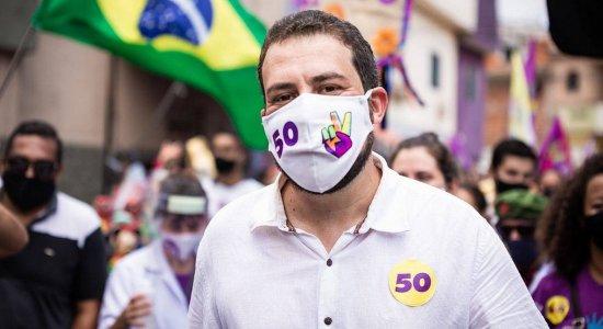 Candidato a prefeito de São Paulo, Guilherme Boulos (PSOL) testa positivo para a covid-19