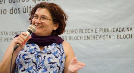 Pernambucana Cida Pedrosa vence categoria Livro do Ano e se destaca no Prêmio Jabuti