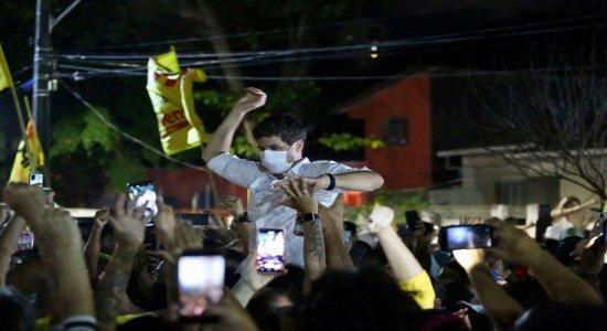 Prefeito eleito no Recife, João Campos agradece eleitores