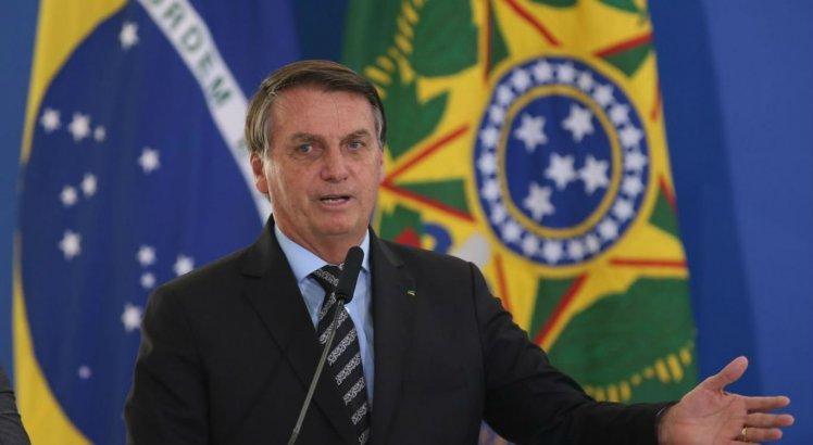 Após Índia liberar exportações de vacinas contra covid-19, Bolsonaro se pronuncia nas redes sociais