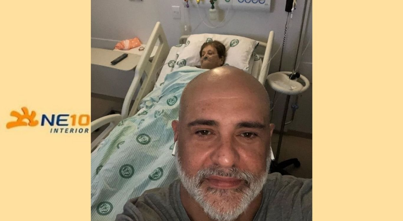 Ex-goleiro Marcos e a mãe no hospital