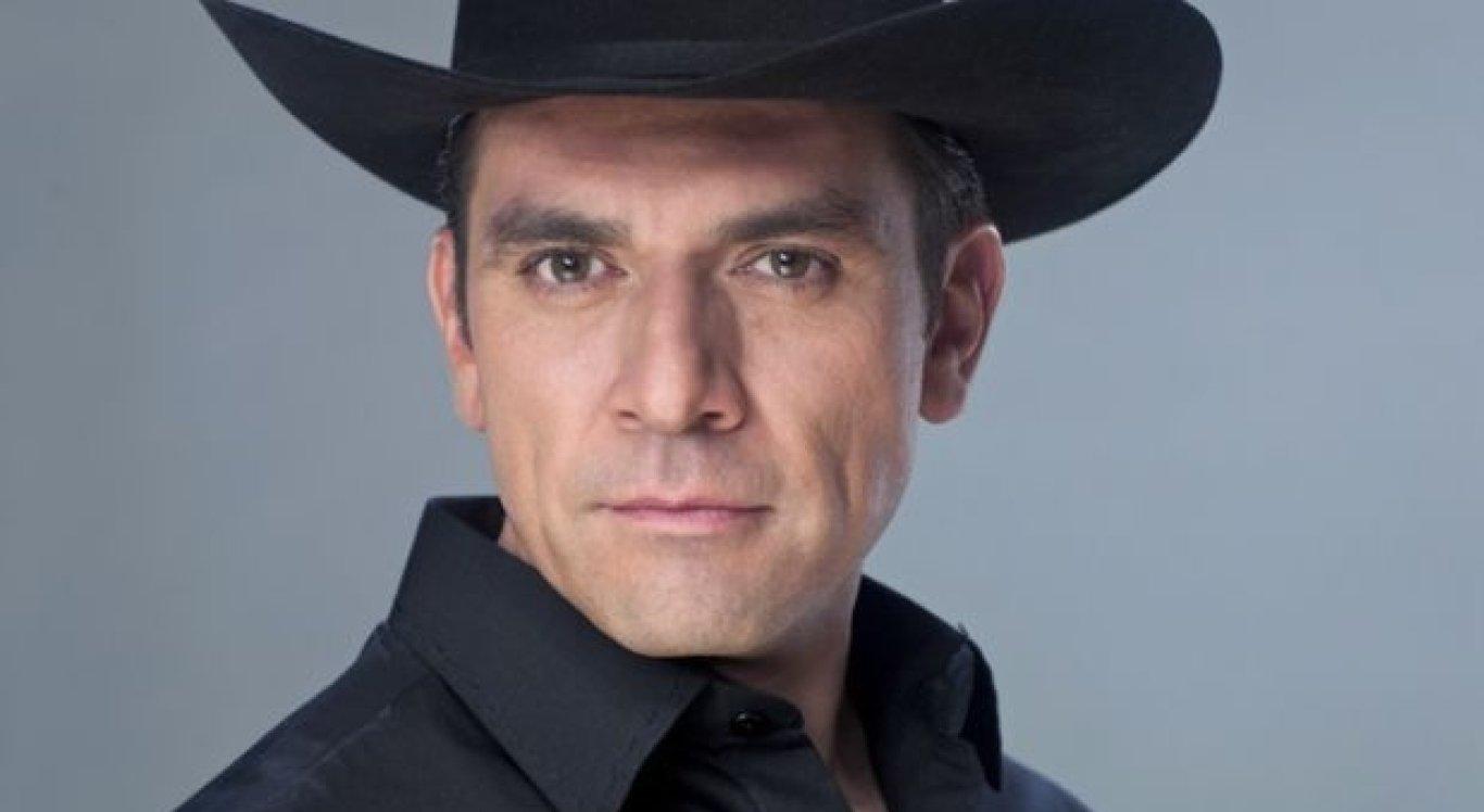 Jorge Salinas interpreta Rogério Monteiro em 'A Que Não Podia Amar'