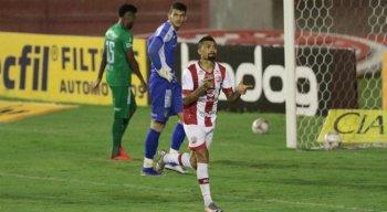 kieza foi autor do segundo gol da vitória do Timbu