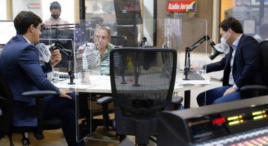 Em debate na Rádio Jornal após vitória do PSB no Recife, Geraldo Julio tenta defender gestão e recebe afago de João Campos