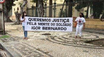 Eles cobram justiça e agilidade das autoridades sobre o caso