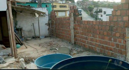 Proprietários de casa atingida por caminhão na UR-11 pedem ajuda para obra; veja como ajudar