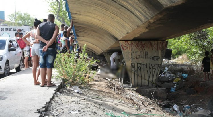 Pedreiro é morto a tiros embaixo de viaduto próximo ao Fórum Joana Bezerra