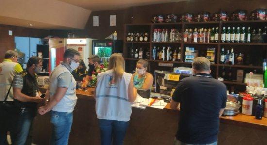 Covid-19: Desobedecendo protocolos, bares são interditados no Recife
