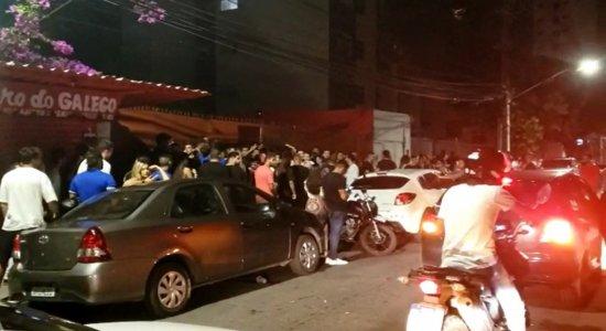 Descumprindo medidas mais restritivas, bares do Recife passam do horário das 22h