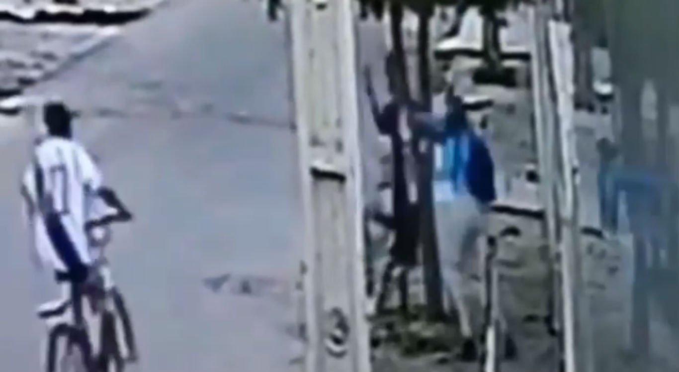 Câmeras de segurança registraram assalto
