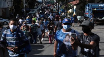 Desde as primeiras horas da manhã, é grande a movimentação dos devotos no morro, em Casa Amarela, Zona Norte do Recife.