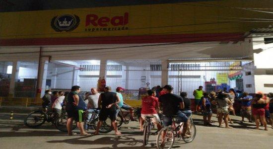 Mulher é morta a tiros dentro de supermercado no Recife
