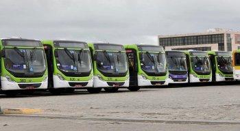 Ônibus da empresa Caxangá ficaram na garagem, no início da manhã desta quarta-feira (9)