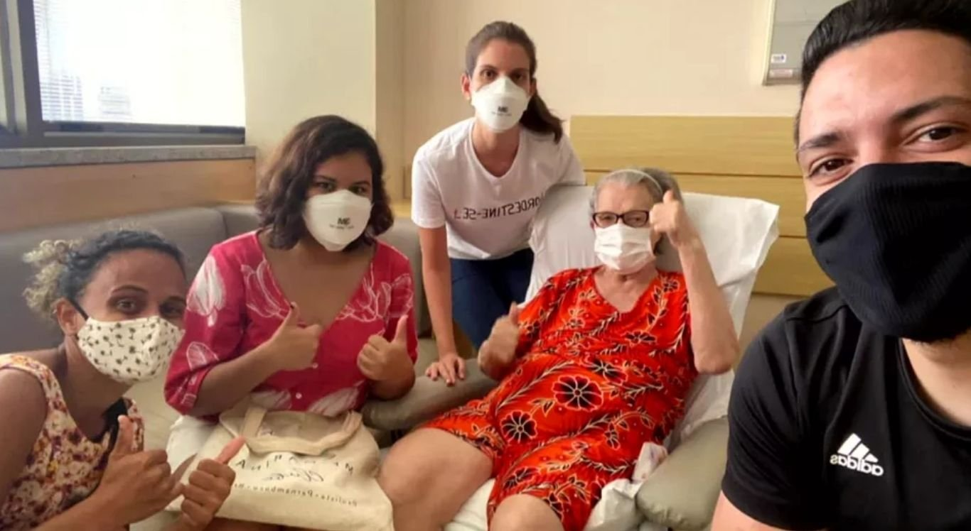Após muita orações por parte dos parentes e dos amigos, somado ao trabalho dedicado da equipe médica, Beatriz Xavier, venceu a batalha contra a doença