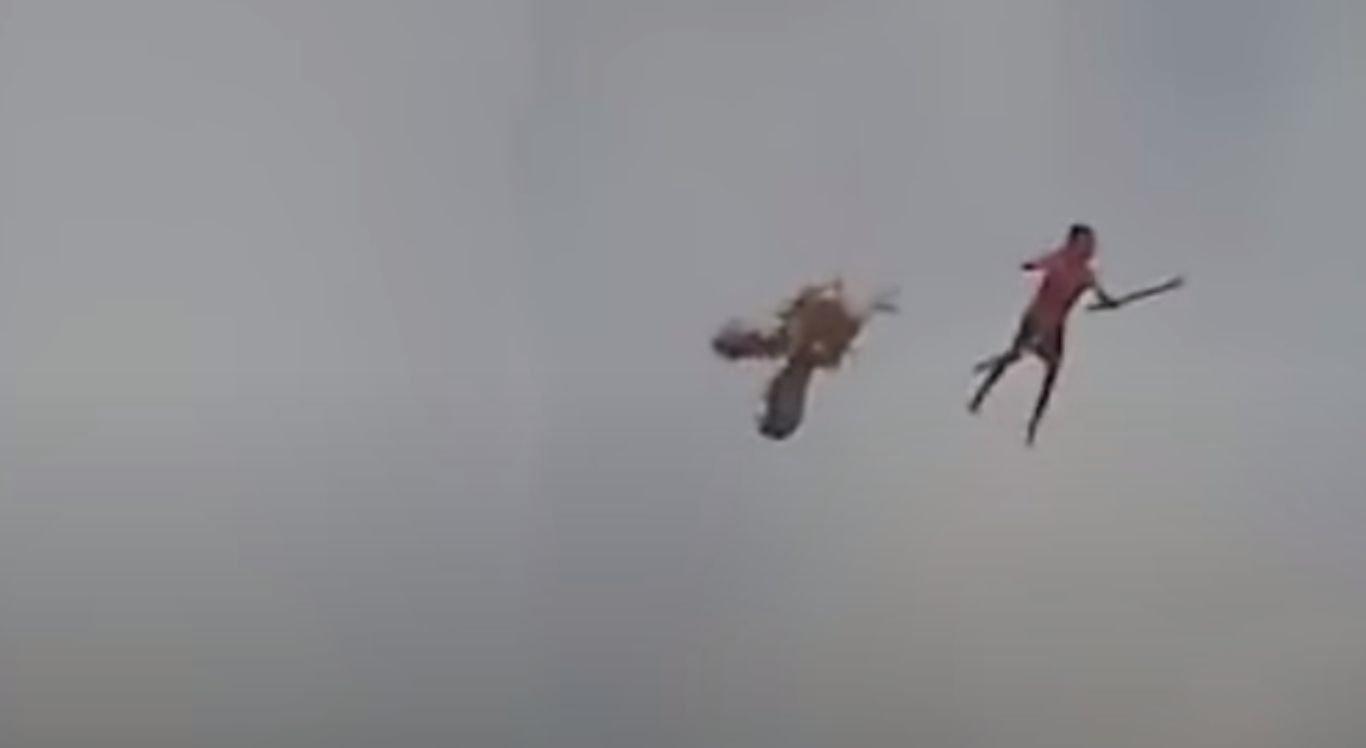 O momento do acidente foi registrado em um vídeo que viralizou nas redes sociais