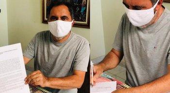 Prefeito de Carnaíba, Anchieta Patriota, assinou o memorando solicitando a compra da vacina no dia 11 de dezembro