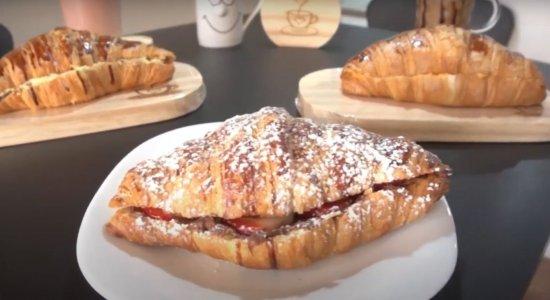 A Café & Croissant oferece 20 opções deste pão amanteigado, que segue sendo bastante consumido em todo o mundo e não poderia ser diferente na Capital do Agreste