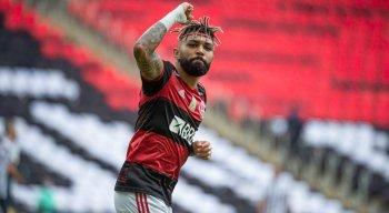 Gabigol fez dois gols na vitória do Flamengo sobre o Santos no Brasileirão Série A