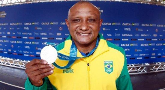 Após 20 anos de espera, Cláudio Roberto Sousa recebe medalha olímpica