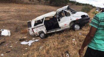 Os 15 ocupantes do veículo ficaram feridos