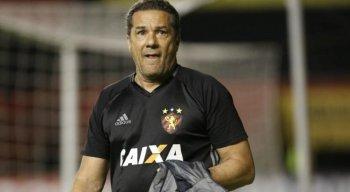 Vanderlei Luxemburgo, ex-técnico do Sport, está internado com covid-19