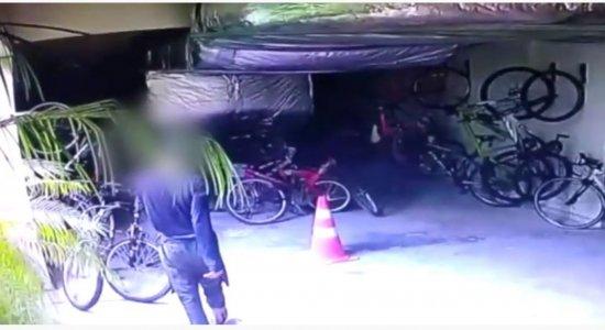 Vídeo: Moradores denunciam furtos em prédio, em Boa Viagem