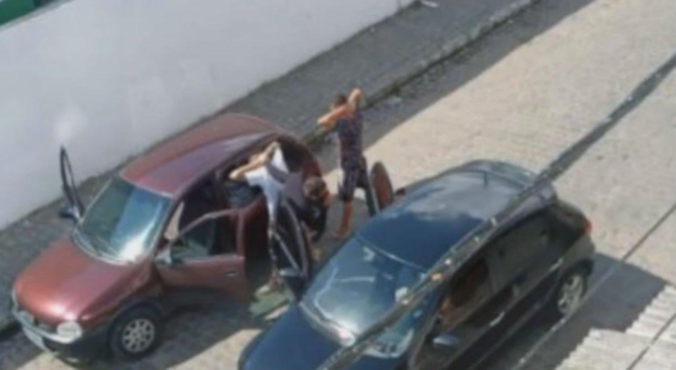 Os dois jovens foram abordados por sequestradores que diziam ser da polícia