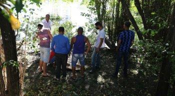 O corpo do jovem foi encontrado por populares da área