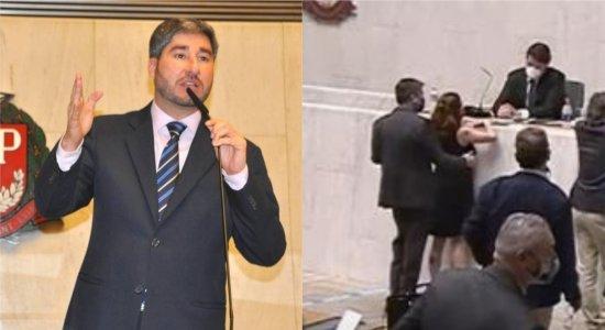 Deputado Fernando Cury, filmado passando a mão na deputada Isa Penna, é afastado do Cidadania