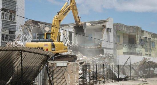 Começa demolição de prédio que desabou no Janga