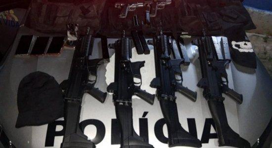 Polícia Militar prende cinco homens armados com submetralhadoras e pistolas em Jaboatão