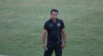 Marcelo Martelotte ficou na bronca com a postura do Santa Cruz na derrota para o Vila Nova