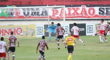 Santa Cruz foi derrotado para o Vila Nova por 2x1, no Arruda