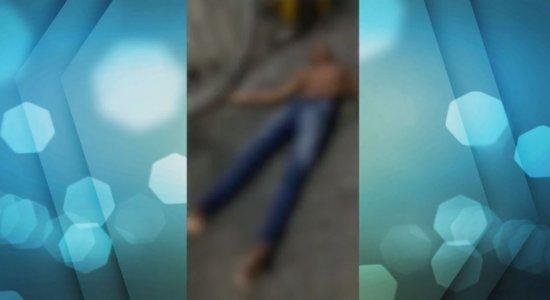 Briga deixa jovem gravemente ferido no Centro do Recife; veja vídeo