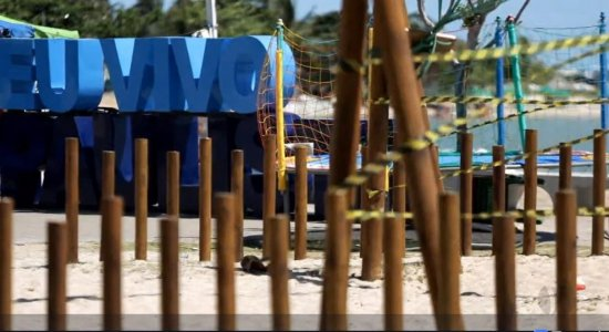 Crianças ficam feridas após brinquedo de parque quebrar na orla do Janga