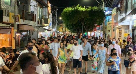 Covid-19: Porto de Galinhas tem fim de semana marcado por aglomerações