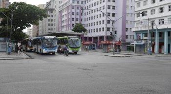 Movimentação de ônibus no centro do Recife no segundo dia de greve dos rodoviários