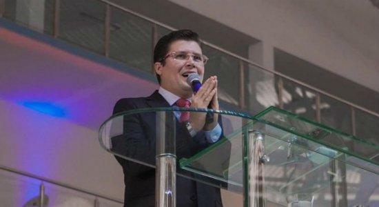 Pastor que afirmou que CoronaVac causa câncer e tem HIV é intimado a depor na Justiça