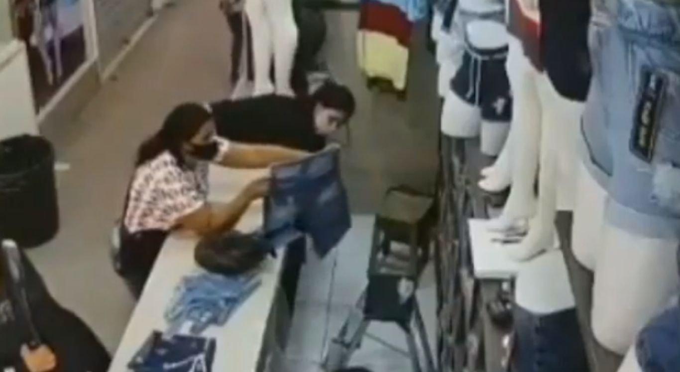 Duas mulheres furtaram dinheiro de box