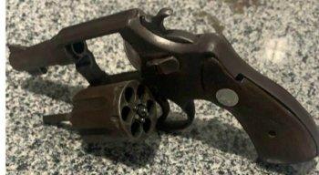 A arma utilizada pelo homem foi apreendida pela Polícia Militar