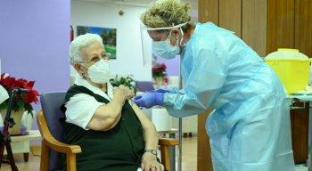 Senhora de 96 anos foi vacinada contra a Covid-19